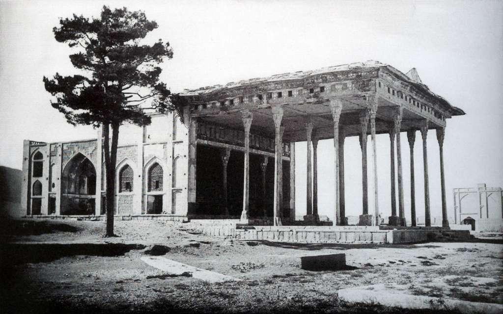 کاخ آیینه خانه اصفهان (عکس از ارنست هولستر)